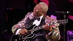 B.B. King tampil dalam konser gala di Kodak Theatre, Los Angeles. (VOA-Indonesia)
