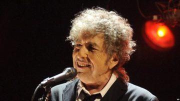 Bob Dylan dalam penampilannya di Los ANgeles, 12 Januari 2012 (Foto: dok).